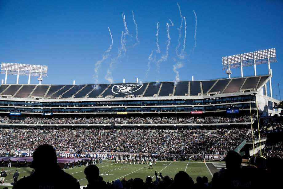 46843 920x1240 If Raiders go to Vegas, Oakland could win financially