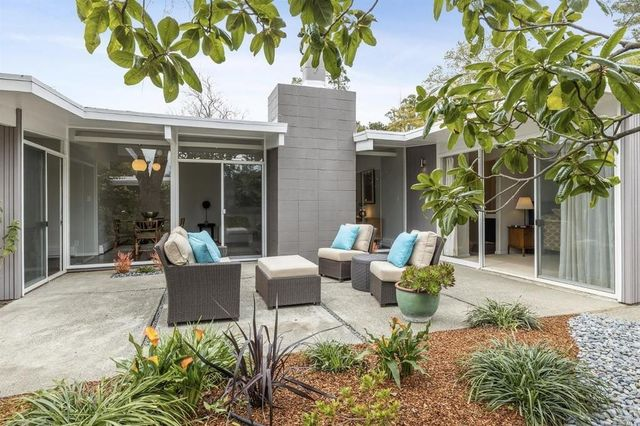 46cf5 a3aee2768df2808556270a8201a8fbd9w c3011809034xd w640 h480 q80 Wave of 10 Eichler homes for sale makes a splash in Bay Area