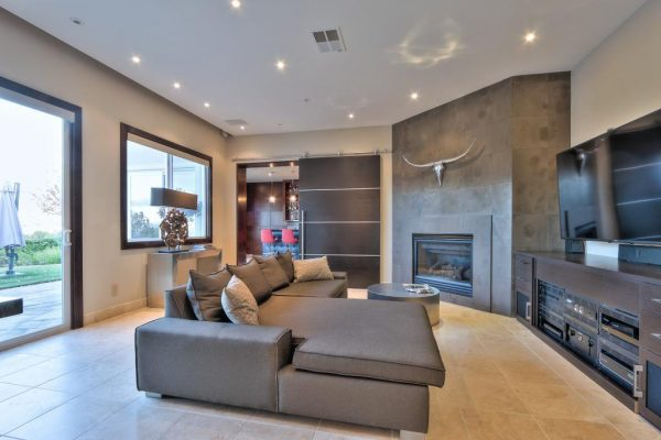 4a6bc second lving room 600x400 SF 49er Colin Kaepernick Selling his Bay Area Home For $2.9M
