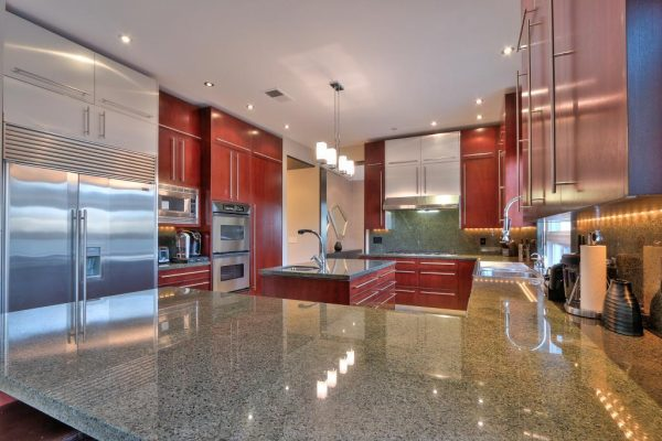 4cc5b kitchen1 600x400 SF 49er Colin Kaepernick Selling his Bay Area Home For $2.9M