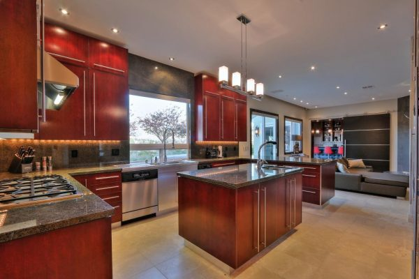 4cc5b kitchen2 600x400 SF 49er Colin Kaepernick Selling his Bay Area Home For $2.9M