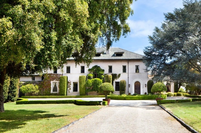 4e989 a Infamous De Guine estate finally sells at dramatic discount