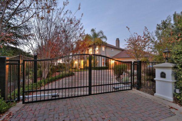 683e3 gatedentry 600x400 SF 49er Colin Kaepernick Selling his Bay Area Home For $2.9M