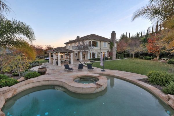 683e3 view ofpool 600x401 SF 49er Colin Kaepernick Selling his Bay Area Home For $2.9M