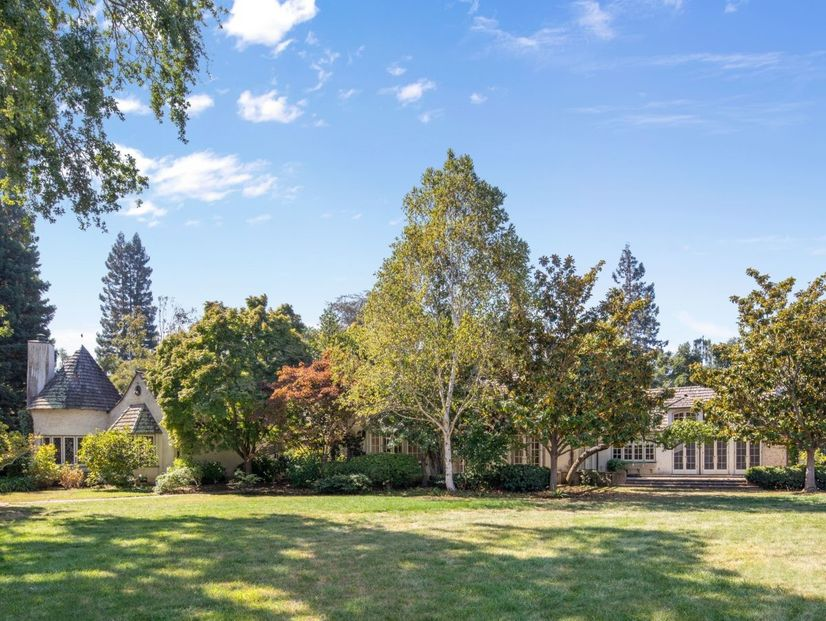 74ebe eab7430a9ad33d9e3dc7a5161e15ad33w c1590278183xd w826 h860 q80 Listed for $100M, This Atherton Compound Could Break Bay Area Records