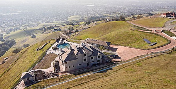 780fb 2 San Francisco 49er Aldon Smith looks to ditch his San Jose mansion