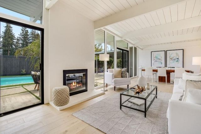 8a72b 5458a1edc038a850d605b58620bb74a9w c2865217793xd w640 h480 q80 Wave of 10 Eichler homes for sale makes a splash in Bay Area