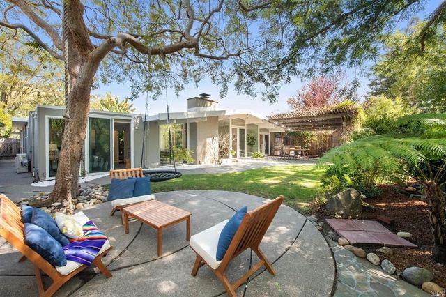 8a72b b18a982ccdfdfc43dfd4c9f97fe303ddw c3097606837xd w640 h480 q80 Wave of 10 Eichler homes for sale makes a splash in Bay Area