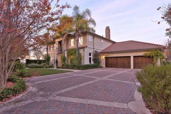 8bb66 driveway 600x400 SF 49er Colin Kaepernick Selling his Bay Area Home For $2.9M