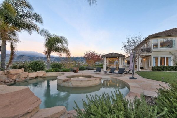 90eee pool 600x400 SF 49er Colin Kaepernick Selling his Bay Area Home For $2.9M