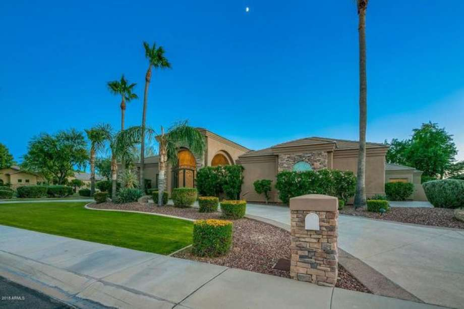 939c6 920x920 San Francisco Giants Star Brandon Crawford Selling Scottsdale Home for $1.5M