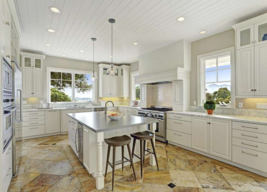 a8efd 920x920 Palatial San Rafael property with endless bay views