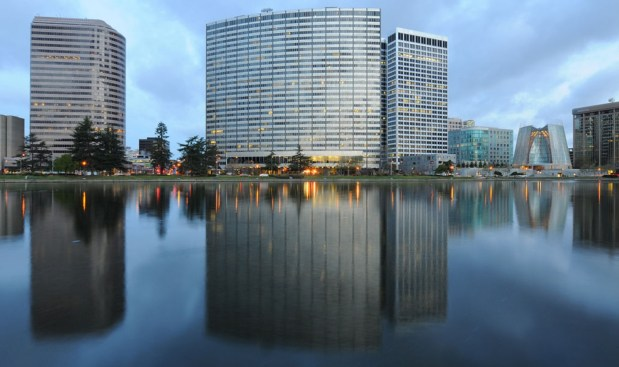 c59cc SJM L PGEOAK xxxx 01 1 PG&E agrees to sell SF headquarters complex for $800 million