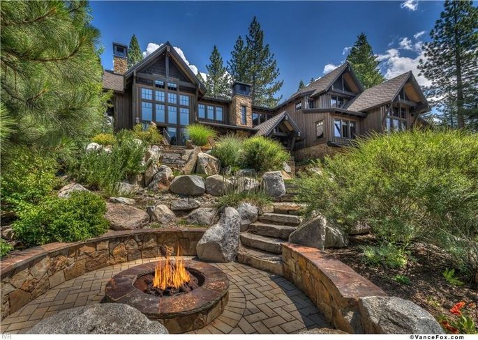 cd4f1 6de494ef3b8796d40257dcb9157fa8b4w c0xd w685 h860 q80 San Francisco 49er Legend Brent Jones Selling $10.9M Tahoe Retreat