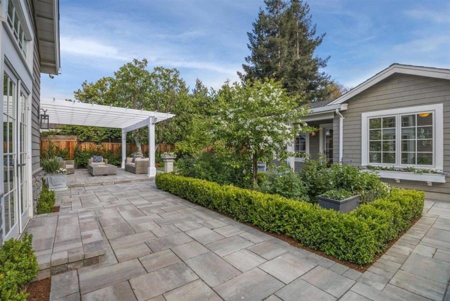 d0987 Compass Sleeper Ave11 Another Bay Area home just sold for $1 million over asking price – and it won't be the last