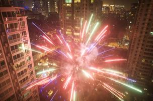 d54e8 fireworks2%2A304xx3000 2000 0 0 Chinas woes could hurt San Francisco real estate