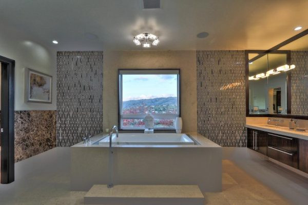 d59f1 bathroom 600x401 SF 49er Colin Kaepernick Selling his Bay Area Home For $2.9M
