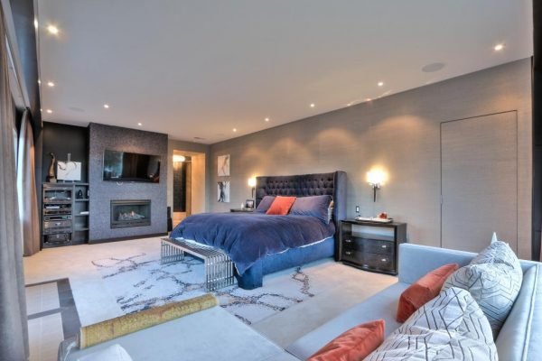 d59f1 masterbedrooom 600x400 SF 49er Colin Kaepernick Selling his Bay Area Home For $2.9M