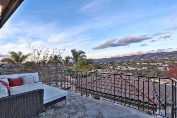 d59f1 outdoorbalcony 600x401 SF 49er Colin Kaepernick Selling his Bay Area Home For $2.9M