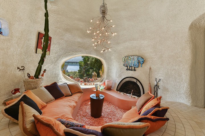 e29f8 11928726 851167121633815 4659965730943563884 n That Flintstone House in the San Francisco Bay Area is up for sale