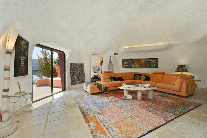 e29f8 11953177 851167451633782 8580720792952858615 n That Flintstone House in the San Francisco Bay Area is up for sale