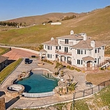 e6679 thumbs 3 San Francisco 49er Aldon Smith looks to ditch his San Jose mansion